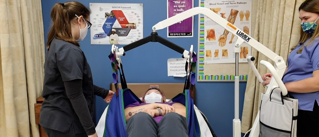 Health academy students using bed lift